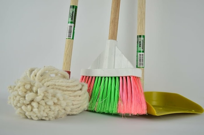 Siivous välineitä